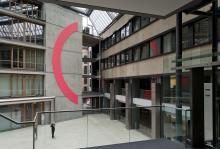 Lichtbogen (Pinc) im Foyer Brienner Forum, München